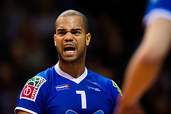 17-04-2016 NED: Play off finale Abiant Lycurgus - Seesing Personeel Orion, Groningen<br /> Abiant Lycurgus is door het oog van de naald gekropen tijdens het eerste finaleduel om het landskampioenschap. De Groningers keken in een volgepakt MartiniPlaza tegen een 0-2 achterstand aan tegen Seesing Personeel Orion, maar mede dankzij invaller Gino Naarden kwam Lycurgus langszij en pakte het de wedstrijd met 3-2 / Gino Naarden #7 of Lycurgus