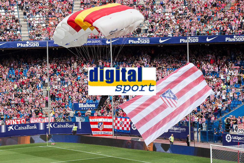 Paratrooper brigade of the Spanish Army during the last match to be played by Atletico de Madrid at Vicente Calderon Stadium in Madrid, May 28, 2017. Spain.. (ALTERPHOTOS/Rodrigo Jimenez)