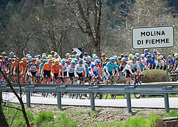 17.04.2018, AUT, Tour of the Alps, Italien 2. Etappe Lavarone nach Fiemme, Alpe di Pampeage im Bild das Feld in Molina di Fiemme // during the Tour of the Alps 2nd stage from Lavarone to Fiemme, Alpe di Pampeago, Italy on 2018/04/17. EXPA Pictures © 2018, PhotoCredit: EXPA/ Reinhard Eisenbauer