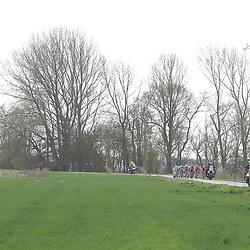 05-04-2017: Wielrennen: Healthy Ageing Tour: Grijpskerk<br />GRIJPSKERK (NED) wielrennen  <br />peloton in het Groningse land