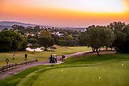 24-10-2018 Almenara Golf Club in Sotogrande, Cádiz, ontworpen door Dave Thomas.<br /> ALMENARA: Ochtendstond heeft par in de mond. Hole 1 van Los Pinos.