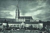 Zagreb : Stolna crkva sa Nadbiskupskim Dvorom, južna strana. <br /> <br /> ImpresumZagreb : Knjižara i papirnica Kugli, [između 1920 i 1940].<br /> Materijalni opis1 razglednica : tisak ; 9 x 14,2 cm.<br /> NakladnikKnjižara Stjepan Kugli (Zagreb)<br /> Mjesto izdavanjaZagreb<br /> Vrstavizualna građa • razglednice<br /> ZbirkaGrafička zbirka NSK • Zbirka razglednica<br /> Formatimage/jpeg<br /> PredmetZagreb –– Kaptol<br /> Katedrala Uznesenja Marijina (Zagreb)<br /> SignaturaRZG-KAP-73<br /> Obuhvat(vremenski)20. stoljeće<br /> NapomenaRazglednica nije putovala.<br /> PravaJavno dobro<br /> Identifikatori000955761<br /> NBN.HRNBN: urn:nbn:hr:238:290833 <br />  <br />  <br /> <br /> Izvor: Digitalne zbirke Nacionalne i sveučilišne knjižnice u Zagrebu