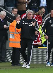 Hull manager celebrates the goal - Photo mandatory by-line: Matt Bunn/JMP - Tel: Mobile: 07966 386802 05/04/2014 - SPORT - FOOTBALL - KC Stadium - Hull - Hull City v Swansea City- Barclays Premiership