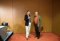 DEU, Deutschland, Germany, Berlin, 14.05.2014: <br />AfD-Pressesprecher Christian Lüth (L) im Gespräch mit Alexander Gauland (R) nach einer Pressekonferenz der Partei Alternative für Deutschland (AfD) im Haus der Bundespressekonferenz.