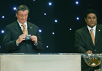 LISBOA-30 NOVEMBRO 2003:EURO 2004 FINAL DRAW, GERHARD AIGNER (CEO UEFA) assited by EUSÉBIO SILVA draws the name of ITALY on GROUP B position 4, 30/11/2003, Held in Pavilhão do Atlantico/park expo-Lisbon<br />(PHOTO BY: AFCD/GERARDO SANTOS)