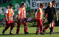 Fotball , Tippeligaen  26 . Juni  2005 , Briskeby  Gressbane , Ham - Kam v  Molde  (2-0 )<br /> <br /> Inge Nilsen , Bryne måtte bæres ut på båre etter en skade.