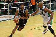 DESCRIZIONE : Avellino Lega A 2013-14 Sidigas Avellino-Pasta Reggia Caserta<br /> GIOCATORE : Brooks Jeff<br /> CATEGORIA : palleggio<br /> SQUADRA : Pasta Reggia Caserta<br /> EVENTO : Campionato Lega A 2013-2014<br /> GARA : Sidigas Avellino-Pasta Reggia Caserta<br /> DATA : 16/11/2013<br /> SPORT : Pallacanestro <br /> AUTORE : Agenzia Ciamillo-Castoria/GiulioCiamillo<br /> Galleria : Lega Basket A 2013-2014  <br /> Fotonotizia : Avellino Lega A 2013-14 Sidigas Avellino-Pasta Reggia Caserta<br /> Predefinita :