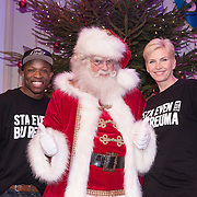 NLD/Hilversum /20131210 - Sky Radio Christmas Tree For Charity 2013, Nicholas Shaker en Anita Witzier en de kerstman