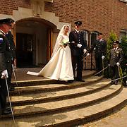 NLD/Huizen/20050603 - Huwelijk Gert Kos + Rebekka Boor oude gemeentehuis Huizen erehaag nationale reserve