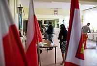Kobylin Borzymy, woj. podlaskie, 12.07.2020. Druga tura wyborow prezydenckich 2020 w powiecie wysokomazowieckim. W 1 turze wyborow na Andrzeja Dude glosowalo tu 71% wyborcow a w niektorych gminach nawet ponad 80% N/z glosowanie w OKW nr 2, w gminie Kobylin Borzymy w 1 turze na Dude glosowalo 84% wyborcow fot Michal Kosc / AGENCJA WSCHOD