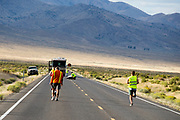 De Bluenose is ver na de catch gevallen. In Battle Mountain (Nevada) wordt ieder jaar de World Human Powered Speed Challenge gehouden. Tijdens deze wedstrijd wordt geprobeerd zo hard mogelijk te fietsen op pure menskracht. De deelnemers bestaan zowel uit teams van universiteiten als uit hobbyisten. Met de gestroomlijnde fietsen willen ze laten zien wat mogelijk is met menskracht.<br /> <br /> In Battle Mountain (Nevada) each year the World Human Powered Speed Challenge is held. During this race they try to ride on pure manpower as hard as possible.The participants consist of both teams from universities and from hobbyists. With the sleek bikes they want to show what is possible with human power.