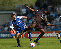 Foto: Digitalsport<br /> NORWAY ONLY<br /> SPORTSBEAT 01494 783165<br /> PICTURE ADY KERRY .<br /> MILLWALL VS READING<br /> MILLWALL'S DENNIS WISE CHALLENGES WITH READING'S SHAUN GOATER , 24TH APRIL 2004.