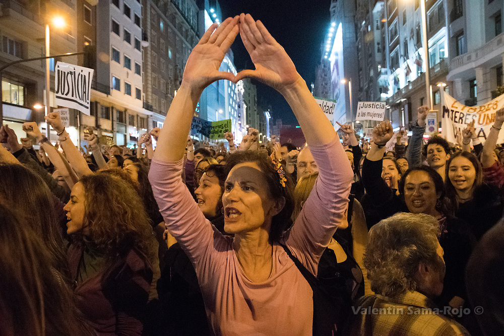 Madrid, Spain. 8th March, 2017. Woman making feminist symbols with their hands during the demonstration of the International Women's Day in Madrid. © Valentin Sama-Rojo