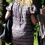 NLD/Laren/20100602 - Linda de Mol en vriendin Mireille Bekooy aan het winkelen geweest