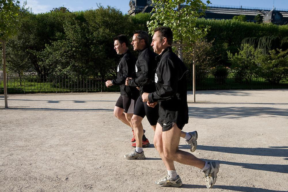 Paris, France. 2 Mai 2009..Brigade Fluviale de Paris..8h48 Footing au jardin des plantes...Paris, France. May 2nd 2009..Paris fluvial squad..8:48 am Jogging in the Jardin des Plantes..