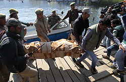Indian policemen carry the body of a woman tourist on the banks of Dal Lake in Srinagar, summer capital of Indian-controlled Kashmir, April 6, 2013. A British woman holidaying on a houseboat on Dal Lake in Srinagar has been found dead Saturday morning, allegedly murdered by a Dutch tourist, news reports said. The suspect was arrested by police, April 6, 2013. Photo by Imago / i-Images...UK ONLY.