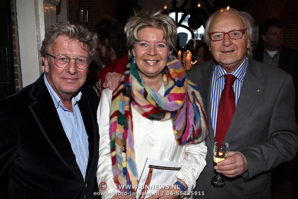 NLD/Naarden/20080401 - Het Arsenaal van jan des Bouvrie bestaat 15 jaar, jan en Ferry Hoogendijk en partner Natascha van Trotsenburg