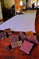 Inde, Etat de Gujarat, Ahmedabad, classé Patrimoine Mondial de l'UNESCO, mpression des tissus au tampon  // India, Gujarat, Ahmedabad, Unesco World Heritage city, block printing textile