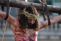 Trafalgar Square, London, March 25th 2016. Thousands of Londoners an tourists in Trafalgar Square are treated to The Passion of Jesus, a re-enactment of the events leading up to the crucifixion and resurrection of Jesus Christ. PICTURED: Jesus slumps, dead on the cross. <br /> ©Paul Davey<br /> FOR LICENCING CONTACT: Paul Davey +44 (0) 7966 016 296 paul@pauldaveycreative.co.uk