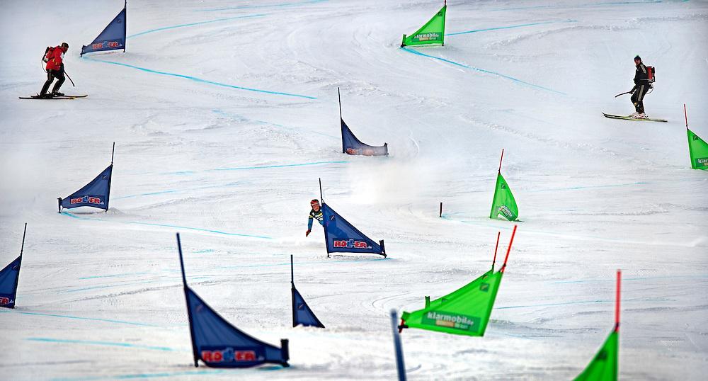 Duitsland, Sudelfeld, 07-02-2015.<br /> Ski, Snowboard, Paralel Reuzenslalom, Kwart Finale.<br /> Nicolien Sauerbreij hier voor de allerlaatste keer in haar carriere als snowboardster over het parcours. Sauerbreij wordt in deze 2e run van de kwartfinales uitgeschakeld door Julie Zogg en wordt uiteindelijk 7e. Haar beste prestatie van dit seizoen. Sauerbreij heeft nu afscheid genomen en stopt met de wedstrijd sport.<br /> Foto: Klaas Jan van der Weij