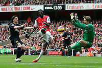 Photo: Tom Dulat/Sportsbeat Images.<br /> <br /> Arsenal v Manchester United. The FA Barclays Premiership. 03/11/2007.<br /> <br /> Emmanuel Adebayor of Arsenal misses shot on target. Goalkeeper of Manchester United Edwin Van Der Sar saves the ball.
