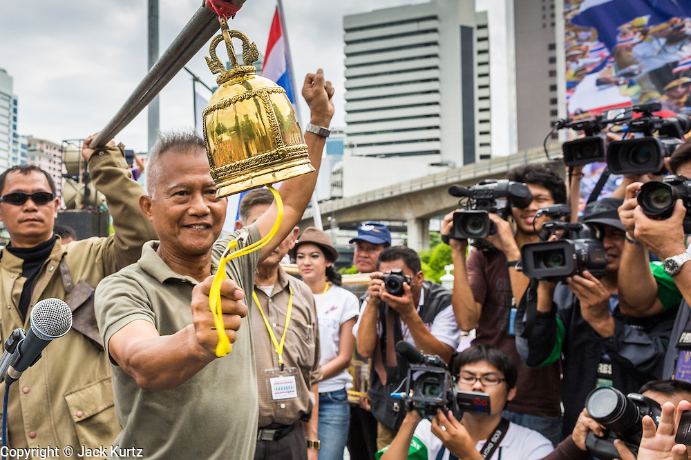 04 AUGUST 2013 - BANGKOK, THAILAND: Gen. PREECHA IAMSUPHAN, leader of the People's Army against Thaksin Regime (left), rings the bell starting an anti-government rally in Bangkok. About 2,000 people, members of the  People's Army against Thaksin Regime, a new anti-government group, protested in Lumpini Park in central Bangkok. The protest was peaceful but more militant protests are expected later in the week when the Parliament is expected to debate an amnesty bill which could allow Thaksin Shinawatra, the exiled former Prime Minister, to return to Thailand.     PHOTO BY JACK KURTZ