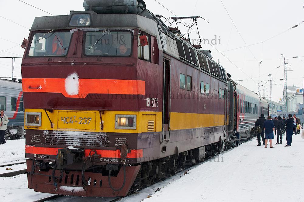 Russie, oblast de Kirov, Kirov, 25 minutes d'arret, gare ferroviaire, Station du transsiberien. // Russia, kirov Oblast, Kirov, 25 minutes stop, railway station, Trans-Siberian line.