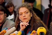 07.01.1999, Deutschland/Bonn:<br /> Antje Radcke, Sprecherin des Bundesvorstandes B90/Grüne, während einer Pressekonferenz zur Bundesvorstandsklausur von Bündnis 90 / Die Grünen, Bundesgeschäftsstelle<br /> Antje Radcke, Chairwoman of the federal executive board of the German Green Party, during a press conference<br /> IMAGE: 19990107-02/01-24<br /> KEYWORDS: Mikrofon, microphone