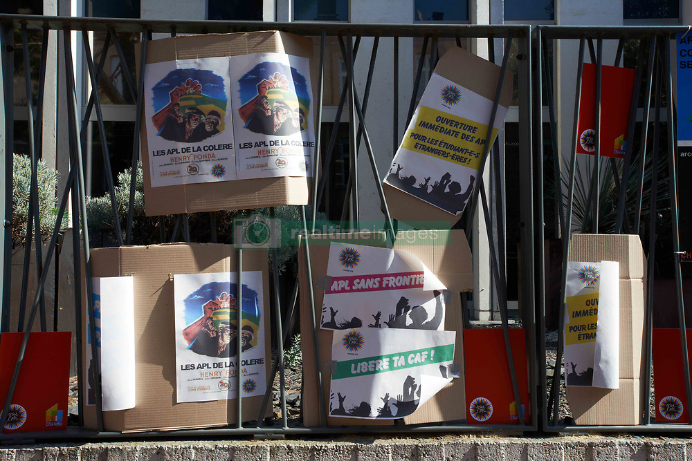October 14, 2017 - Toulouse, France - Placards for the conservation of the Personnal Housing Allowance on the metal gate of the Family Allowance Departement in Toulouse.As Macron's government reduce personnal housing allowance of 5€ (per month) in October and plans to cut it about 60-70€ per month, the NGO DAL (Right to Housing), social housing landlords and tenants' associations called for a gathering and a march in Toulouse against these cuts. Similar gatherings were planned elsewhere in France. Toulouse. France. October 14th 2017. (Credit Image: © Alain Pitton/NurPhoto via ZUMA Press)