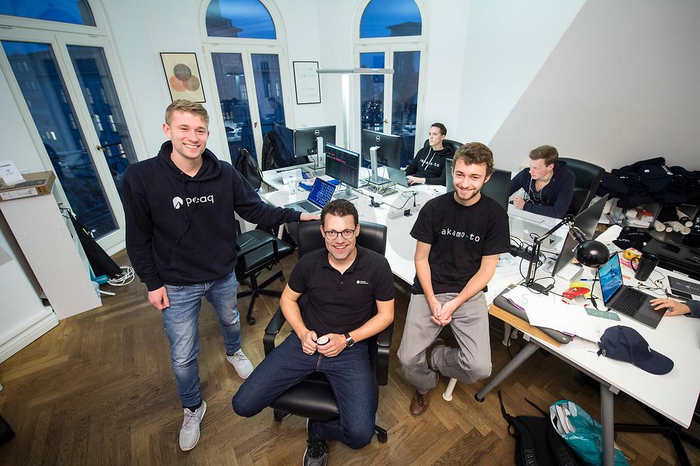 18 JAN 2018, BERLIN/GERMANY:<br /> Till Wendler (L), CEO Axiomity AG, COO nakamo.to<br /> Axiomity AG, CEO blash-trading.com GmbH, Robert A. Kuefner (M), CVO Advanced Blockchain AG und CEO nakamo.to, Florian Reike (R), Research Analyst Advanced Blockchain AG, CVO nakamo.to, in ihrem Buero Advanced Blockchain AG<br /> IMAGE: 20180118-02-004<br /> KEYWORDS: Robert A. Küfner, Start-up, Bitcoin