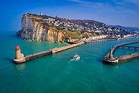 France, Seine-Maritime (76), Fécamp, les falaises du cap Fagnet et la ville (vue aérienne) // France, Seine-Maritime (76), Fécamp, the cliffs of Cap Fagnet and the city (aerial view)