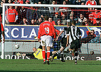 Alan Shearer (Newcastle) scores goal no 1 from the penalty spot past Dean Kiely (Charlton). Charlton Athletic v Newcastle United. 15/3/2003. Credit : Colorsport/Andrew Cowie.