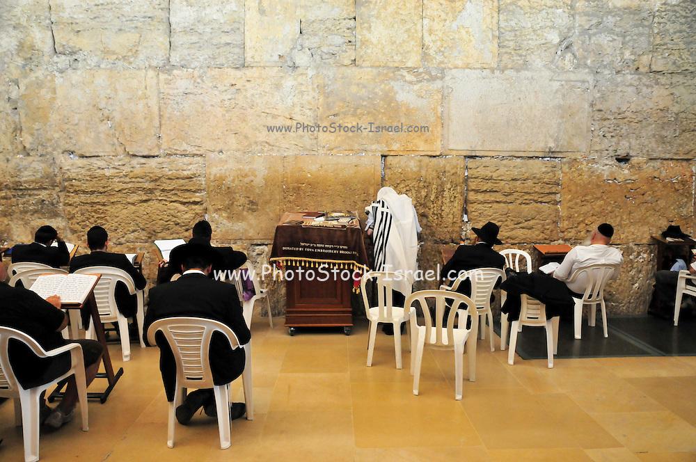 Israel, Jerusalem, Old City, Jews pray at the Wailing Wall