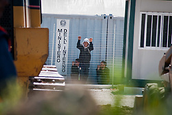 Dopo l'arrivo a Lampedusa, il governo ha stabilito il trasferimento dei migranti nei campi di Sicilia e Puglia. In Puglia la tendopoli (allestita dai Vigili del Fuoco) è situata tra Manduria e Oria..I tunisini che vengono ospitati nel centro fuggono saltanto la bassa rete di recinsione, e si dirigono verso i due paesi..Questi sperano di arrivare alle stazioni ferroviarie e di partire per il nord, principale destinazione Ventimiglia e poi la Francia.
