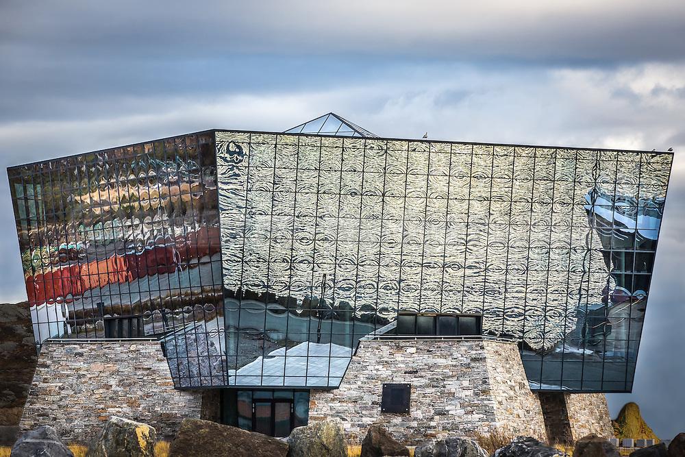 Sea reflections in glass house   Sjøen spegler seg i glasshus - Diamanten til Havila, Mjølstadneset.