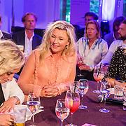 NLD/Amsterdam/20160705 - Boekpresentatie Huidpijn van Sakia Noort, rondetafelgesprek, Eva Jinek, Saskia en Antoinette Scheulderman