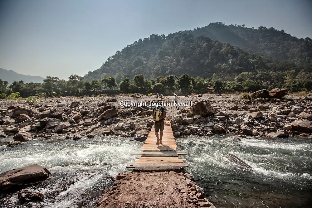 2016 10 17 Rishikeshi Uttarakhand India<br /> Liten bro över en biflod till på Ganges<br /> <br /> ----<br /> FOTO : JOACHIM NYWALL KOD 0708840825_1<br /> COPYRIGHT JOACHIM NYWALL<br /> <br /> ***BETALBILD***<br /> Redovisas till <br /> NYWALL MEDIA AB<br /> Strandgatan 30<br /> 461 31 Trollhättan<br /> Prislista enl BLF , om inget annat avtalas.