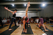 Milano, festival dello yoga al superstudio , dimostrazione di Ashtanga Vinyasa Yoga, la danza del respiso; insegnanti della scuola Lino MIELE....Milan, yoga festival,Ashtanga Vinyasa Yoga lesson, breath dance. teacher Lino Miele