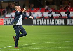 Cheftræner Glen Riddersholm (SønderjyskE) løber jublende mod klubbens fans under finalen i Sydbank Pokalen mellem AaB og SønderjyskE den 1. juli 2020 i Blue Water Arena, Esbjerg (Foto Claus Birch).