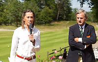 ARNHEM - NGF bestuurslid Liesbeth Leeflang en Bob Moret , Voorzitter Commissie Senioren. Op de golfbaan de Rosendaelsche in Arnhem  het Internationaal Senioren Strokeplay Kampioenschap  FOTO KOEN SUYK