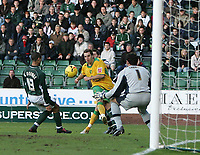 Photo: Lee Earle.<br /> Plymouth Argyle v Norwich City. Coca Cola Championship.<br /> 14/01/2006. Norwich's Darren Huckerby (C) beats Plymouth keeper Romain Larrieu to score the equaliser.