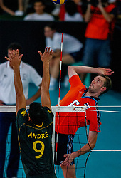 06-10-2002 ARG: World Champioships Netherlands - Brasil, Santa Fe<br /> Richard Schuil / NEDERLAND - BRAZILIE 0-3<br /> WORLD CHAMPIONSHIP VOLLEYBALL 2002 ARGENTINA<br /> SANTA FE / 06-10-2002