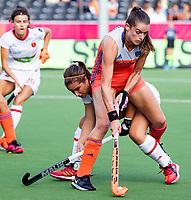 ANTWERPEN - Lidewij Welten (Ned) in duel met Clara Ycart (Esp) tijdens  hockeywedstrijd  dames, Nederland-Spanje ,   bij het Europees kampioenschap hockey.   COPYRIGHT KOEN SUYK