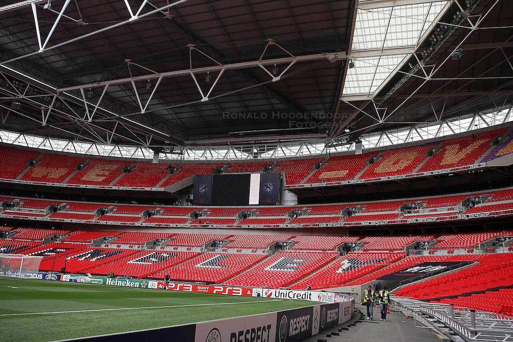 27-05-2011 VOETBAL: CHAMPIONS LEAGUE FINAL FC BARCELONA - MANCHESTER UNITED: LONDON<br /> The Wembley  Stadium is getting ready to host the Champions League Final between Barcelona and Manchester United at the Wembley Stadium  in London<br /> ***NETHERLANDS ONLY***<br /> ©2011- FotoHoogendoorn.nl/nph/Marcello Pozzetti