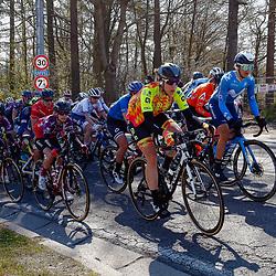 25-04-2021: Wielrennen: Luik Bastenaken Luik (Vrouwen): Luik<br />Peloton op klim