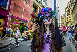 October 31, 2018 - SãO Paulo, São Paulo, Brazil - SAO PAULO SP, SP 31/10/2018LA CATRINA IN SP: Girl with fantasy and catrina makeup shakes up transeuentes and consumers at Ladeira Porto Geral on 31 October 2018 in Sao Paulo, Brazil. La Catrina de los toletes, in Mexican popular culture, is the representation of the skeleton of a lady of high society. She is one of the most popular figures of the Day of the Dead party in Mexico. (Credit Image: © Cris Faga/ZUMA Wire)