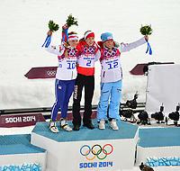 Skiskyting<br /> OL Sochi 2014<br /> 17.02.2014<br /> Foto: Gepa/Digitalsport<br /> NORWAY ONLY<br /> <br /> Olympische Winterspiele Sotschi 2014, Laura Center, Khrebet Psekhako, 12,5km Massenstart der Damen. Bild zeigt den Jubel von Gabriela Soukalova (CZE), Darya Domracheva (BLR) und Tiril Eckhoff (NOR).