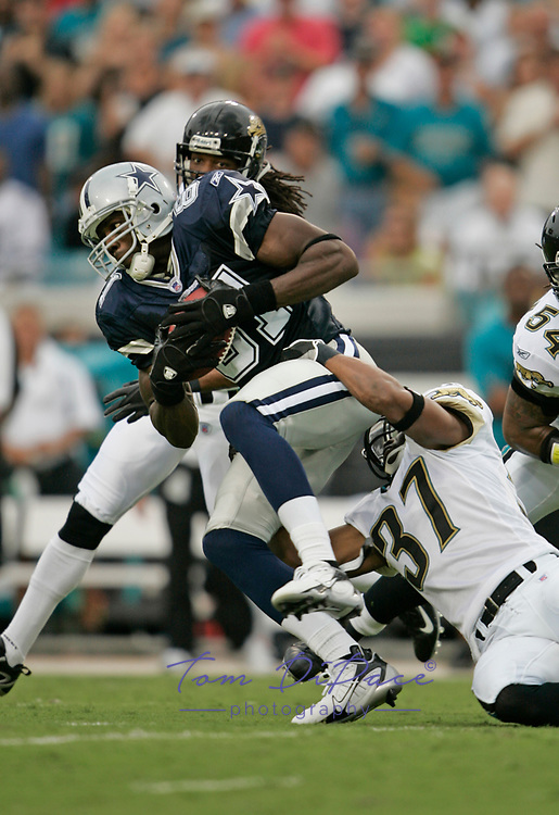 Dallas Cowboys Terrell Owens plays in  game against the Miami Dolphins<br /> (Tom DiPace)