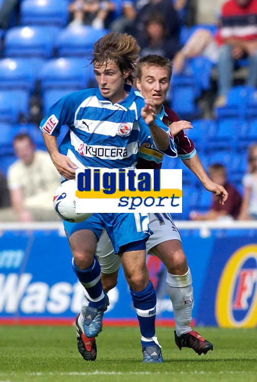 Photo: Daniel Hambury.<br /> Reading v Burnley. Coca Cola Championship.<br /> 29/08/2005.<br /> Reading's Bobby Convey and Burnley's Garteh O' Conner battle for the ball.