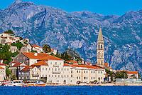 Monténégro, côte Adriatique, la baie et bouches de Kotor, le village de Perast // Montenegro, Adriatic coast, Bay of Kotor, Kotor, village of Perast, church tower